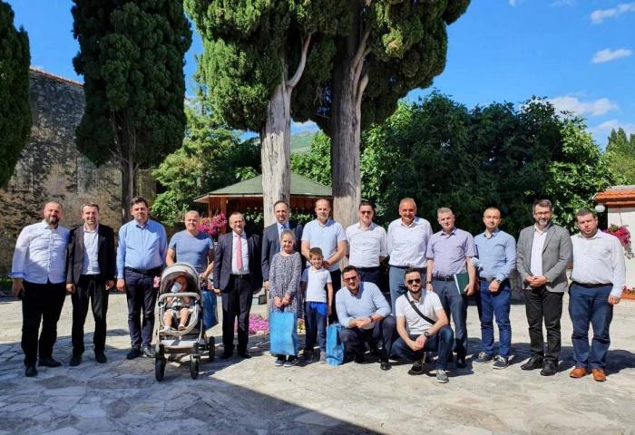 Imami Medžlisa Islamske zajednice Sarajevo posjetili Gacko, Bileću i Trebinje i uručili stipendije djeci povratnika